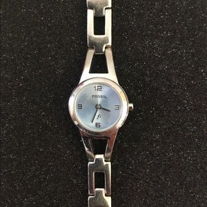 💕Fossil F2 Women's Round Faced Pearl Blue Watch